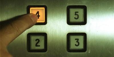 Опасните дефекти на старите асансьори