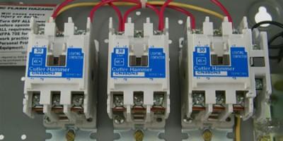 Свържете контактори със 120-волтова бобина